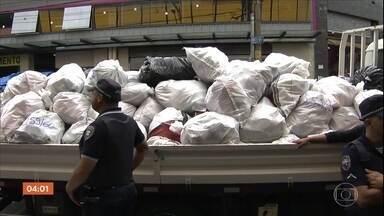 Pelo menos 30 toneladas de produtos são apreendidos em operação contra pirataria em SP - Agentes municipais e da Receita Federal, acompanhados da Polícia, realizaram a operação no Brás, um importante ponto de comércio popular, no Centro da capital.