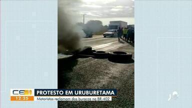 Motoristas fazem protesto em Uruburetama contra os buracos na BR-402 - Saiba mais no g1.com.br/ce