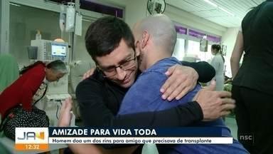Em Blumenau, homem doa um dos rins para amigo que precisava de transplante - Em Blumenau, homem doa um dos rins para amigo que precisava de transplante