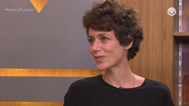 'Fora da Cozinha' Janete Borge se emociona com mensagem de Avillez e bolo surpresa ao vivo - Maria Joana e convidados no programa 'Fora da Cozinha'