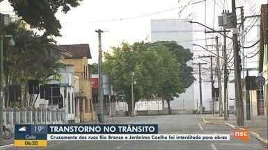 Cruzamentos de ruas é interditado para obras em Joinville - Cruzamentos de ruas é interditado para obras em Joinville