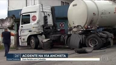 Acidente deixa 2 feridos na via Anchieta - Pista no sentido litoral chegou a ser totalmente interditada, mas já foi liberada