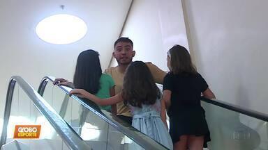 """""""Tô de férias"""" acompanha folga dos jogadores, mas não encontra ninguém do Cruzeiro - """"Tô de férias"""" acompanha folga dos jogadores, mas não encontra ninguém do Cruzeiro"""