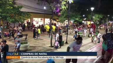 Comércio de rua fica aberto até às 18h neste sábado (14) - Chance pra quem quer fazer compras e conferir a iluminação de natal por Londrina.