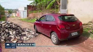 Moradores da Colônia Agrícola Samambaia reclamam da falta de asfalto - Eles contam que administração deixou várias pedras na rua, atrapalhando o trânsito.