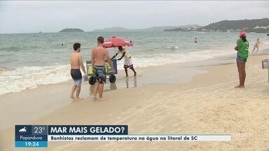 Banhistas relatam baixa temperatura da água em praias do litoral de SC - Banhistas relatam baixa temperatura da água em praias do litoral de SC