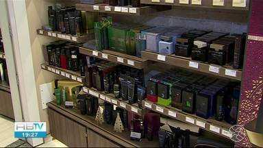 Comércio fica 'aquecido' com a chegada do Natal - Lojas de roupas aumentam as vendas