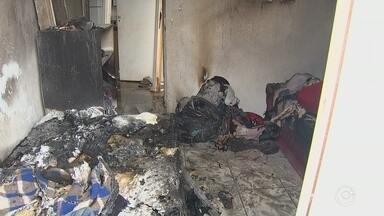 Vídeo mostra desespero de moradores para tentar salvar mulher carbonizada por ex-cunhado - Um vídeo enviado para a reportagem da TV TEM neste sábado (14) mostra o desespero dos moradores na tentativa de salvar uma mulher de 35 anos durante um incêndio no seu apartamento, no bairro Altos do Ipanema II, em Sorocaba (SP).