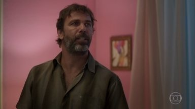 Elias fica incomodado com chegada de Marcos na casa de Paloma - undefined