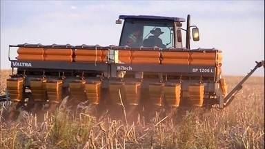 Veja mais assuntos do campo na semana - O plantio de soja no Mato Grosso do Sul terminou com duas semanas de atraso e o Presidente Jair Bolsonaro assinou uma medida provisória que modifica as regras de regularização fundiária.