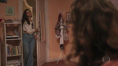 Rita e Raíssa conversam sobre sequestrador - A menina conta que foi na delegacia, mas não reconheceu ninguém