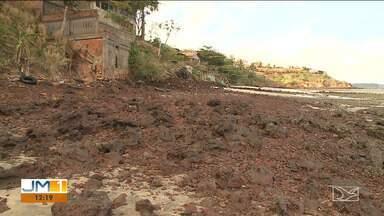 Erosão causada pela maré ameaça moradores que vivem nas proximidades da ponta do Bonfim - Alguns imóveis já foram interditados.