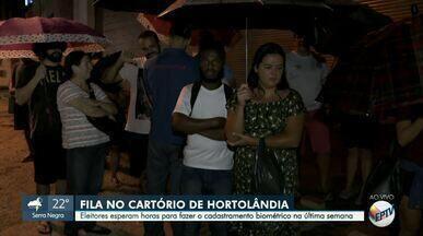 Eleitores de Hortolândia enfrentam fila e chuva para realizar cadastramento biométrico - Prazo limite para efetuar o cadastro é até a próxima quinta-feira (19). Biometria é obrigatória em 30 cidades da região de Campinas (SP).