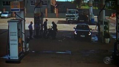 Homem é preso após roubar dinheiro de posto de combustíveis em Itapetininga - Um homem de 31 anos foi preso nesta terça-feira (17) suspeito de roubar um posto de combustíveis de Itapetininga (SP).