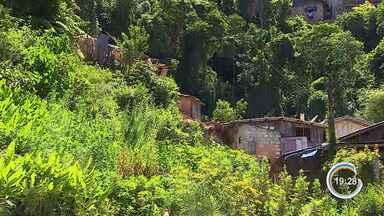 Moradores de casas que foram interditadas em Campos do Jordão estão na casa de parentes - Ao todo, nove imóveis foram interditados após deslizamento de terra.