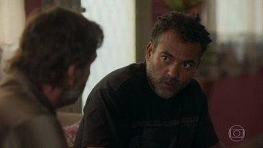 Tadeu procura Elias - Ex-marido de Paloma afirma que voltou para salvar Gabriela. Ele propõe um novo golpe ao comparsa