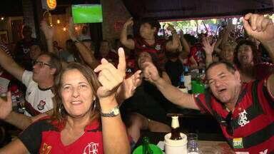 Torcida vibra com vitória do Flamengo na semifinal do Mundial de Clubes - Em várias partes do Rio, muita gente parou para assistir a partida entre Flamengo e Al-Hilal. Os torcedores vibraram com o resultado e estão confiantes da vitória na final de sábado (21).