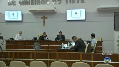 Câmara faz sessão extraordinária para afastar prefeito de Mineiros do Tietê - Medida atende pedido do Ministério Público, depois que o prefeito José Carlos Vendramini (PSDB) foi alvo de uma ação civil por improbidade administrativa em 2014.