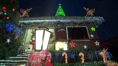 Decorações de Natal criativas serão premiadas em SP - Uma família inteira se une para enfeitar a casa na Vila Franca, uma das ganhadoras da edição do ano passado.