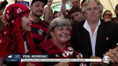 Torcida espera ansiosa pela partida entre Flamengo x Liverpool - A torcida flamenguista já enche as ruas e bares da cidade a espera da partida entre Flamengo x Liverpool neste sábado (21).