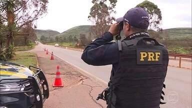 PRF retoma uso dos radares móveis no patrulhamento das estradas em todo o país - No dia 11 de dezembro, juiz da 1ª Vara Federal Cível do Distrito Federal determinou a volta da utilização dos aparelhos. Prazo era de 72 horas e acabou estendido.