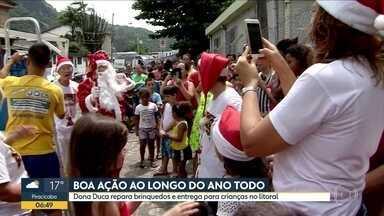 Exemplo de Natal em São Vicente - Dona Cuca repara brinquedos e entrega para as crianças.