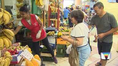 Comércios ficam cheios com compras de última hora para o Natal - Muita gente deixou compras para véspera.