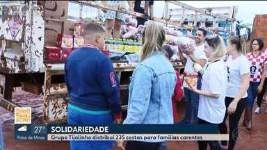 Grupo Tijolinho distribui cestas de Natal para famílias carentes em Uberlândia - Os voluntários de uma igreja católica da cidade arrecadaram mais de 200 cestas que garantirão o que comer para diversas famílias e instituições que precisam de ajuda.