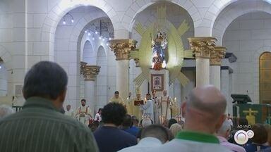 Missa de Natal é celebrada em Itapetininga - Diversas igrejas católicas da cidade tem programação religiosa para o Natal.