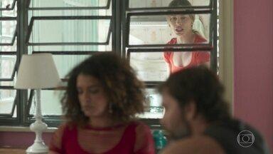 Paloma apressa Elias - Elias pede para Rosemary esperá-lo na casa de Paloma