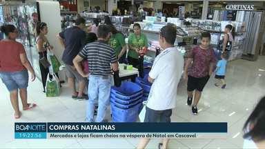 Lojas e supermercados ficam cheios na véspera de Natal em Cascavel - Apesar das filas, quem deixou pra comprar na última hora enfrentou tudo com bom humor e paciência.