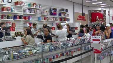 Lojas do Alto Tietê ficam lotadas com os atrasados para comprar os presentes de Natal - Funcionamento das lojas do shopping é opcional neste dia 25.