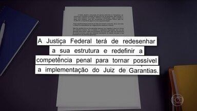 Bolsonaro sanciona pacote anticrime, com veto a 25 itens - Presidente manteve a criação do juiz de garantias, criticado pelo ministro Sérgio Moro. Conjunto de medidas de combate ao crime foi aprovado há duas semanas pelo Congresso.