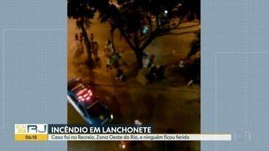 Lanchonete pega fogo no Recreio dos Bandeirantes - Segundo bombeiros, cozinha ficou detsruída, mas ninguém se feriu