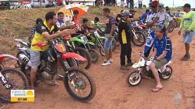 Festival de motocross movimenta a cidade de São Francisco do Conde, na RMS - Participantes fazem manobras e aventuras em alta velocidade.