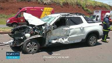 Jovem morre em acidente na BR-376 em Marialva - Batida frontal também deixou outras 3 pessoas gravemente feridas.