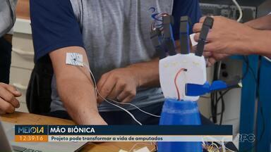 Projeto da UFPR que faz mão biônica pode transformar a vida de amputados - A mão é feita em uma impressora 3D.