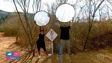 Placas da região da Serra da Capivara imitam pinturas rupestres - Jimmy Ogro e Carol Nakamura brincam e se divertem imitando as placas