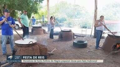 Moradores de Santo Antônio da Alegria preparam doces para Festa de Santos Reis - Festividade mobiliza milhares de católicos no município da região de Ribeirão Preto.