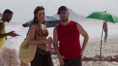 Lulu e Antônio se encontram na praia por acaso - O clima fica estranho entre o ex-casal