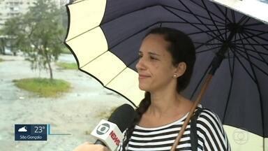 Apesar de moderada, chuva causa transtornos na Zona Oeste - Vias de Campo Grande, Curicica e Recreio dos Bandeirantes ficaram alagadas