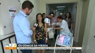 Gêmeos da virada deixam a maternidade e vão para casa - O último bebê a nascer em 2019 e o primeiro a nascer em 2020 têm apenas três minutos de diferença.
