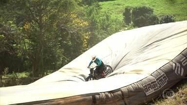 Airbag ajuda na hora de criar manobras no motociclismo freestyle - Airbag ajuda na hora de criar manobras no motociclismo freestyle