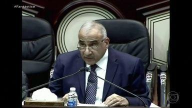 """""""Uma violação à soberania do Iraque"""", diz ministro iraquiano sobre ataque dos EUA - Desde a sexta-feira (3) o mundo acompanha com preocupação a crise entre Estados Unidos e Irã. O domingo (5) foi marcado pelas trocas de ameaças. Papa fez apelo pela paz."""