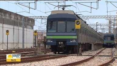 Passagem do metrô do Recife sobe de R$ 3,40 para R$ 3,70 - Aumento escalonado foi autorizado pela Justiça; passageiros afirmam não ver melhorias.