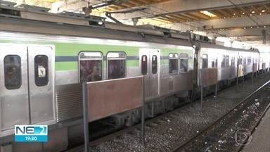 Metrô do Recife apresenta defeito no primeiro dia útil após novo aumento na tarifa - Passagem custa R$ 3,70.