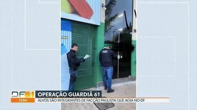 Polícia Civil faz operação contra facção criminosa paulista que atuava no DF - O grupo que agia aqui, tinha pelo menos 30 integrantes, de acordo com a polícia. Dos 14 mandados de prisão cumpridos nesta terça (7), oito pessoas já estavam presas na Papuda.