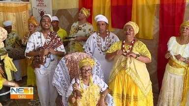 Yalorixá mais velha do Recife celebra 91 anos - Aniversário da Mãe de Santo Ná de Oxum Jagurá reúne várias gerações.