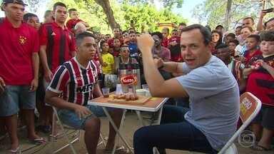 Caldinho do GE agita as ruas de Saramandaia, em Igarassu - Resenha mais animada do futebol brasileiro traz os torcedores para falar sobre as contratações dos clubes