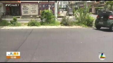 Falta de sinalização leva perigo para pedestres e motoristas na rua Antônio Everdosa - Falta de sinalização leva perigo para pedestres e motoristas na rua Antônio Everdosa